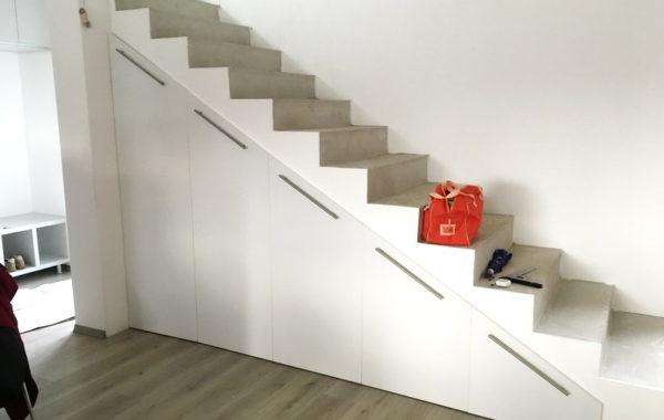 Spatiu depozitare sub scari